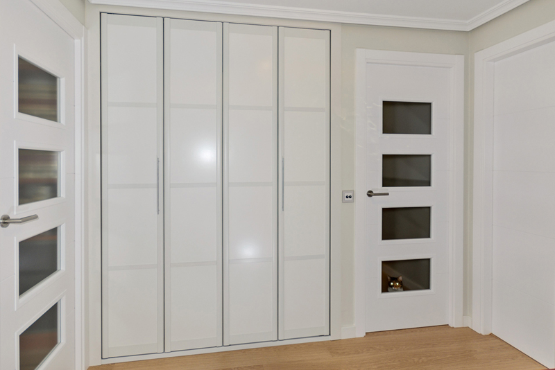 Armarios con puertas plegables a medida tiendas imor - Armario puertas plegables ...