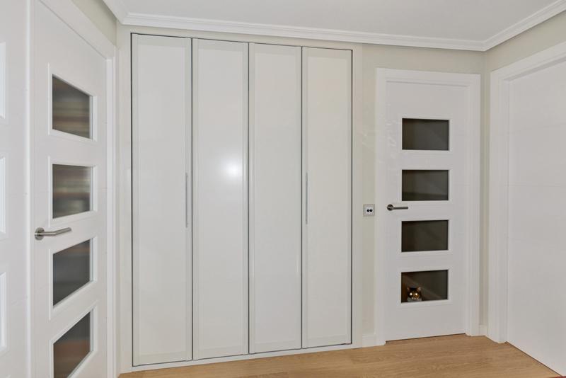 Armarios con puertas plegables a medida tiendas imor - Puertas plegables armarios ...